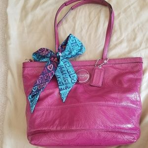 Patent leather Coach Sig C tote w/satin tie!